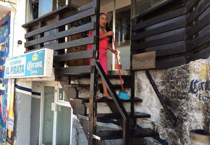 El acto vandálico contra el Karaoke bar ocurrió en la madrugada, el dueño se enteró en la mañana y la policía en la tarde. (Cortesía)
