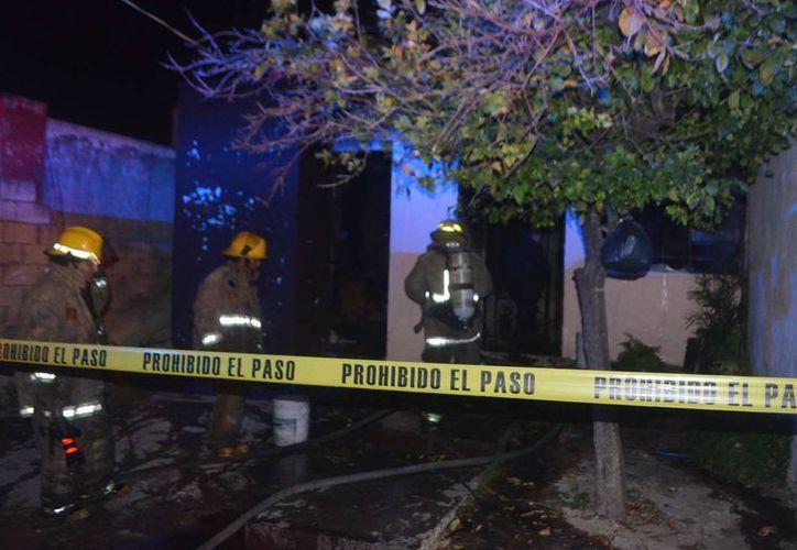 En octubre pasado una mujer fue asfixiada y luego quemada mientras dormía en su vivienda de Vergel 2.  Las autoridades tipificaron el caso como feminicidio. (Milenio Novedades)