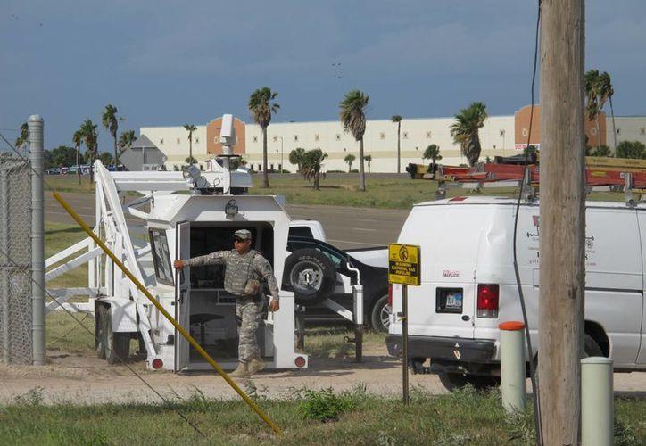 Hay hasta mil elementos de la Guardia Nacional custodiando la frontera de Texas con México. (Archivo/AP)