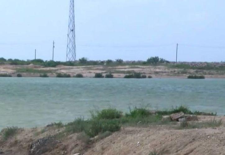 La Guardia Costera estadounidense investiga si un bote patrulla esta involucrado en la muerte de una mexicana. El cadáver fue encontrado en canal Brownsville Ship Channel, en Texas. (Captura de pantalla YouTube)