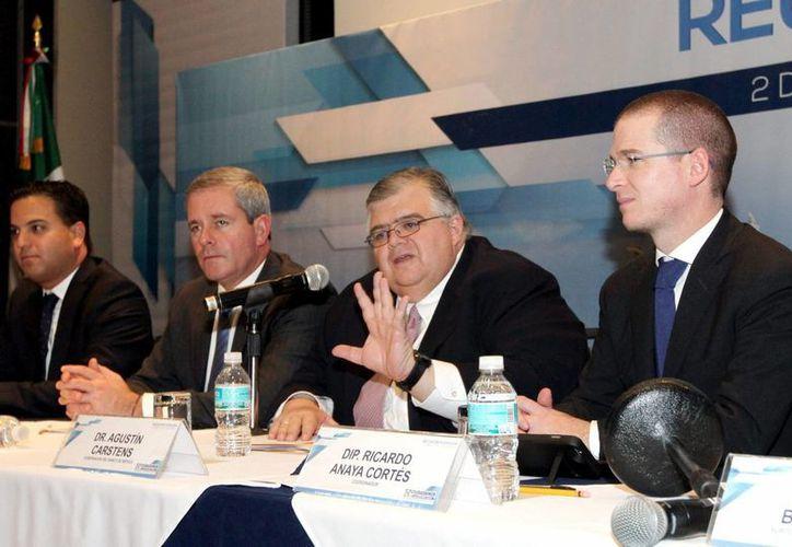 El gobernador del Banco de México, Agustín Carstens asistió a la la reunión plenaria del Grupo Parlamentario del Partido Acción Nacional de la Cámara de Diputados en un hotel del Centro Histórico. (Foto: Notimex)