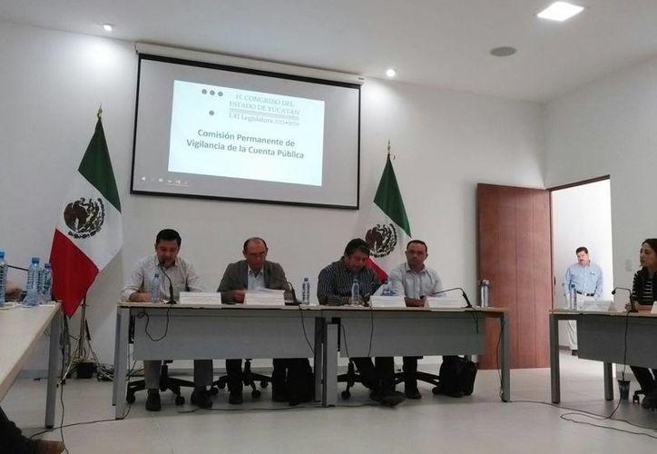 Fotografía de la sesión de la comisión permanente de Vigilancia de la Cuenta Pública del Congreso del Estado. (Israel Cárdenas/SIPSE)