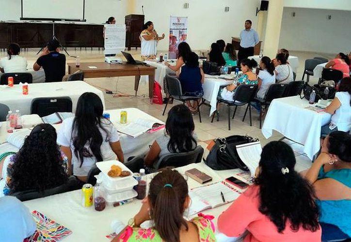 Mujeres de origen maya iniciaron el Taller Manuales para la Formación y Fortalecimiento de Participación Política, en Mérida. (Milenio Novedades)