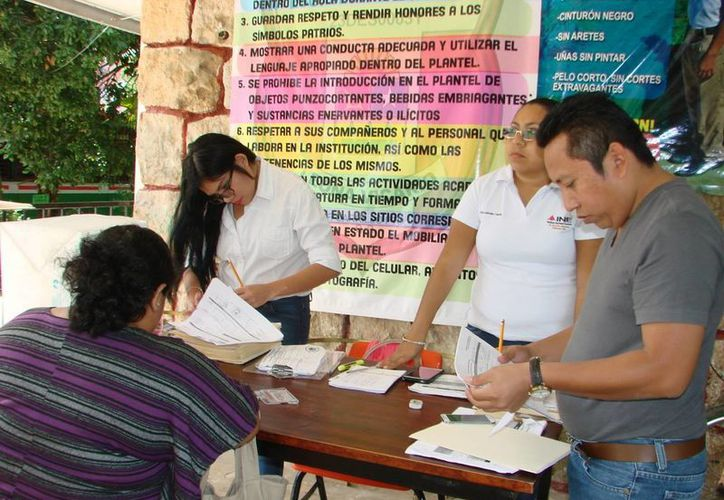 Los capacitadores asistentes electorales brindarán apoyo a los ciudadanos que funjan como funcionarios de casilla en las próximas elecciones. (Manuel Salazar/SIPSE)