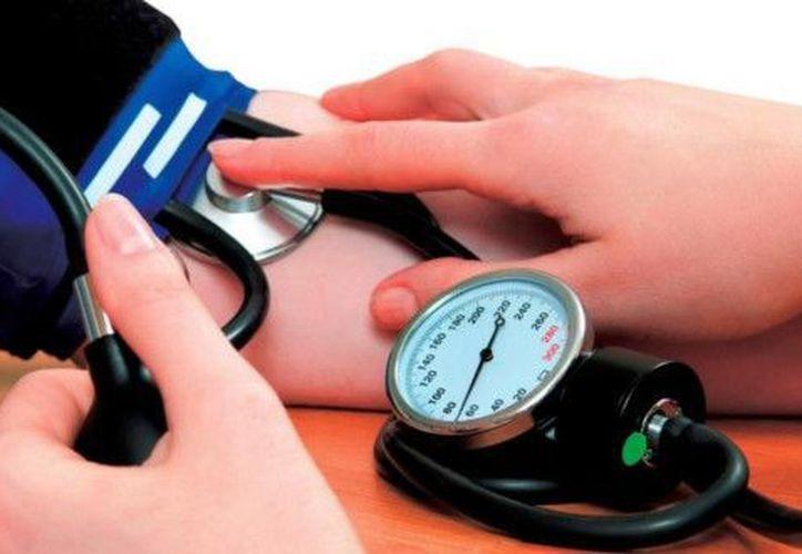 En el caso de la hipertensión arterial, sólo seis por ciento de los mexicanos con ese mal lo tiene  controlado. (Foto de contexto/Notimex)