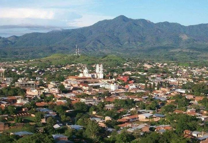 Foto del municipio de Aguililla en Michoacán, su presidente  municipal, Adán Ceja Valencia, se ausentó del cargo por amenazas. (Facebook)
