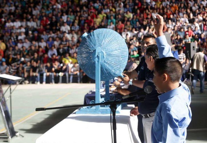 El domingo 16 de noviembre se sortearon en total 3,419 'bolas negras' y 800 'bolas blancas' en Mérida. (SIPSE)