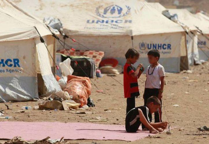 Un grupo de niños juegan en un campo de refugiados Kawergost en Arbil, a 350 kilómetros al norte de Bagdad, Irak. (Archivo/Agencias)