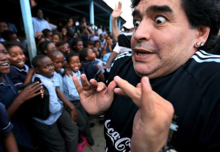 Maradona quien no tomará parte, advirtió que sólo responderá si llegan a atacar a sus hijas, a su padre o a su nieto. (Foto: Archivo)