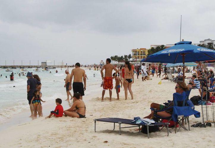 Las playas registraron más de tres mil bañistas. (Yenny Gaona/SIPSE)
