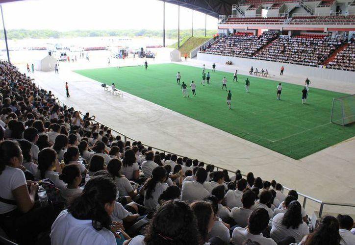 Asistieron centenas de estudiantes de nivel medio superior. (Jesús Tijerina/SIPSE)