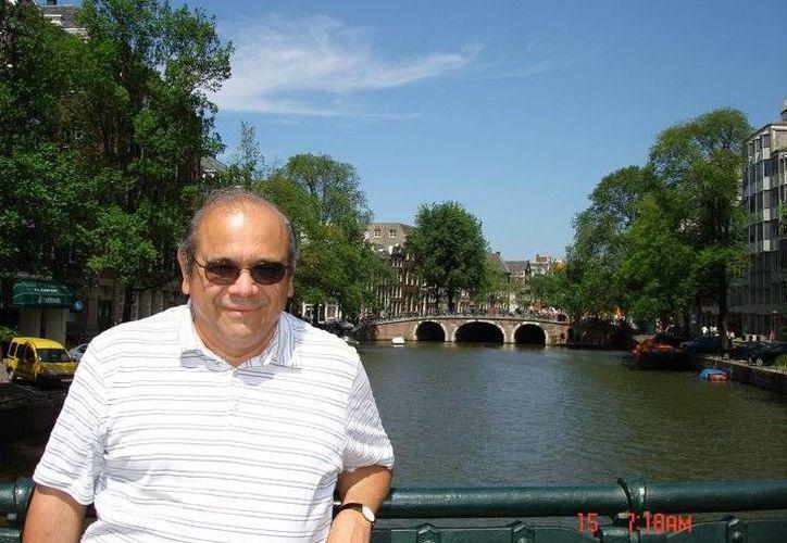 El presbítero Luis Canché ha tenido destacada trayectoria. (Facebook Suma)