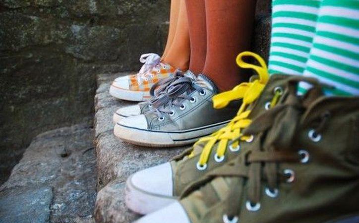 Cuatro de cada 10 niños sufren deformidades en los pies por el uso de zapatos inadecuados. (Contexto/Internet)