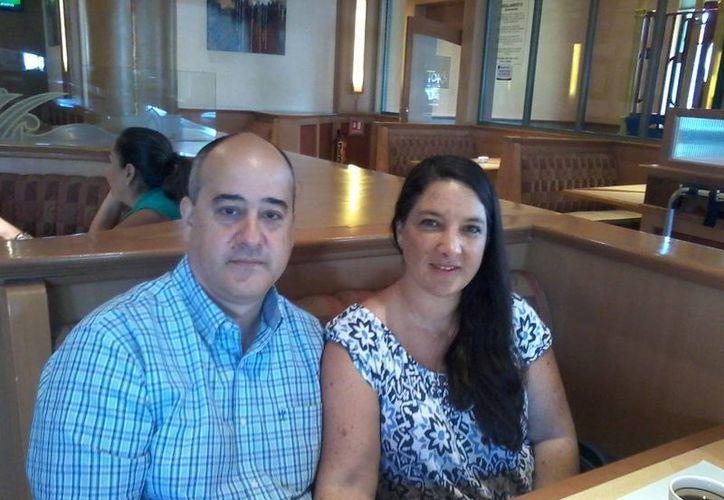 Daniel y su esposa Ana Cecilia tuvieron que emigrar de Venezuela en busca de un mejor futuro para sus hijos. (Consuelo Javier/SIPSE)