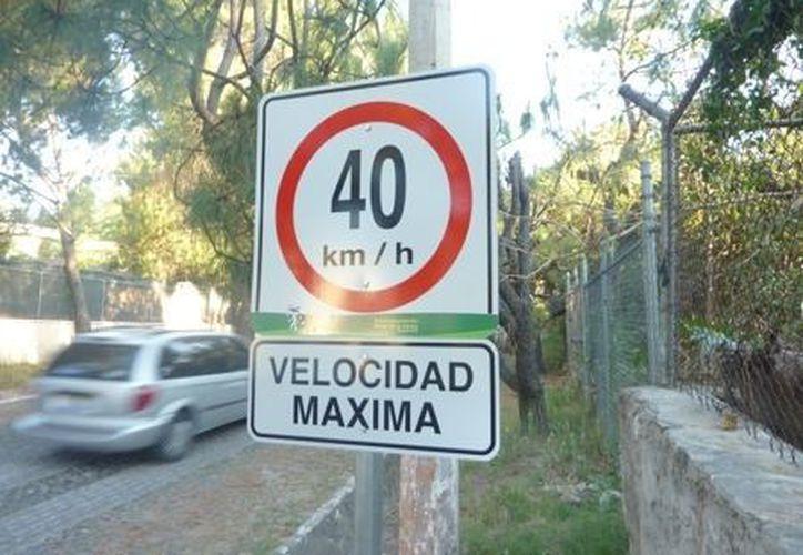Se requieren como mínimo 6 mil letreros viales para cubrir las necesidades de toda la ciudad. (Internet)