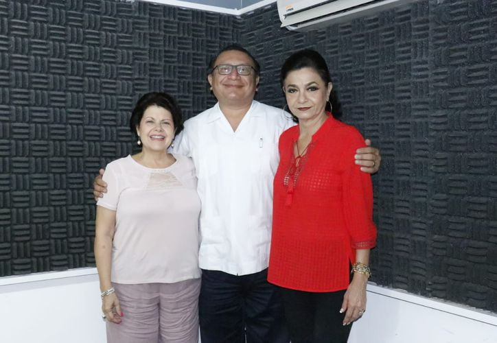 Alis García Gamboa, Dr. Arsenio Rosado Franco y Mary Liz Escalante. (Milenio Novedades)