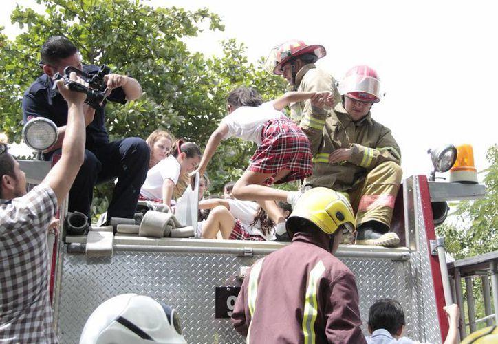 Las visitas escolares en la estación de bomberos tienen una duración de dos horas, lo que incluye una plática para evitar accidentes en casa. (Tomás Álvarez/SIPSE)
