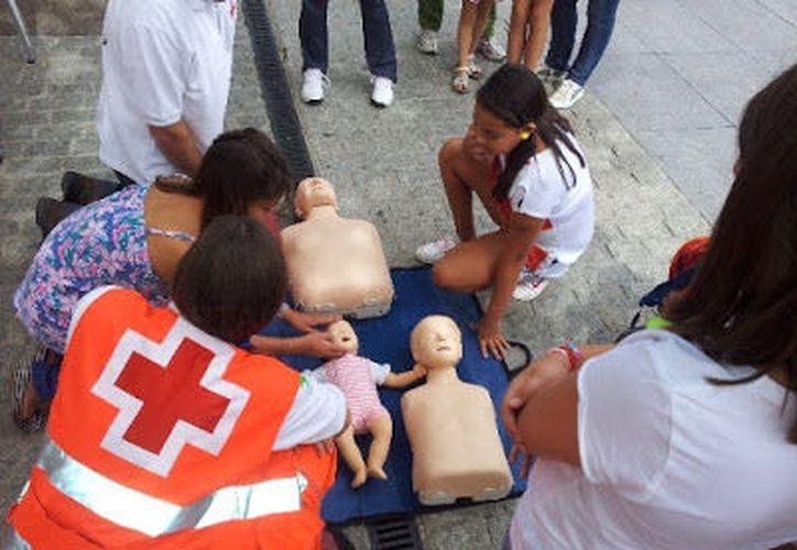 Los primeros auxilios consisten en la atención inmediata. (Contexto)