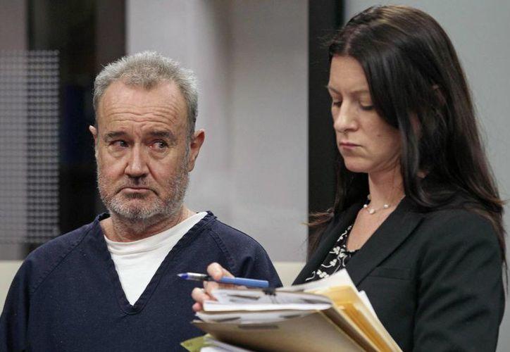 Peter  Robbins, voz de Charlie Brown, aparece en la corte con la abogada Kristin Scogin en San Diego durante una audiencia en el 2013. (Agencias)