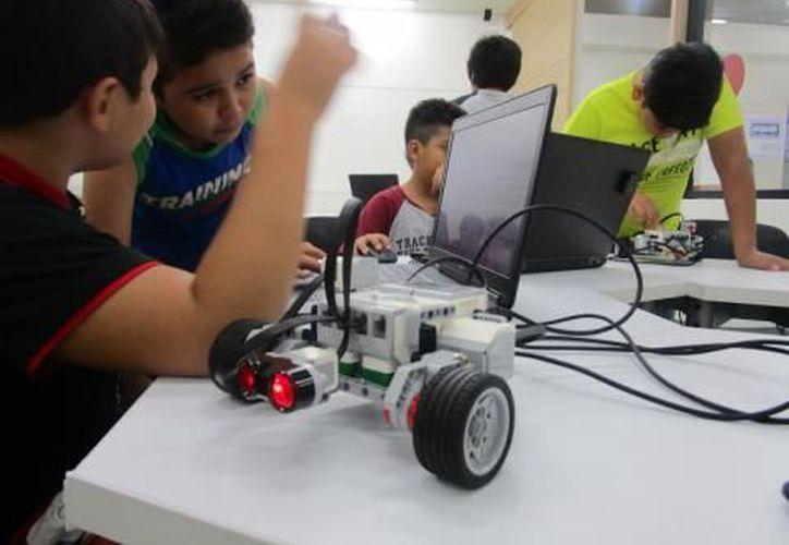 El taller de robótica es parte de las opciones que se ofrecen en este centro digital. (SCT)