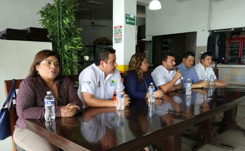 La reunión fue para dar a conocer las inconformidades por las estrictas revisiones que Cofepris realiza en los establecimientos. (Ángel Castilla/SIPSE)