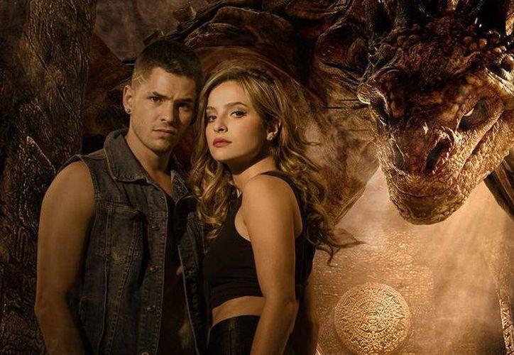 Brenda Asnicar y el mexicano Ricardo Abarca regresan a la pantalla chica en la nueva temporada de 'Cumbia Ninja'. (mundotkm.com)