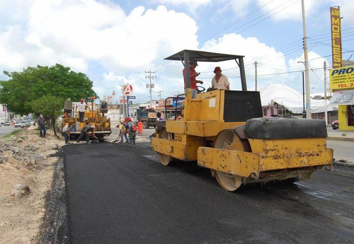 Los trabajos de remodelación y ampliación de la avenida José López Portillo finalizarían en diciembre; la obra presentan un retraso. (Tomás Álvarez/SIPSE)