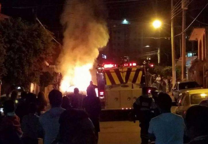 Una decena de terrenos incendiados es el saldo que arrojó el uso de pirotécnica en Oaxaca. (Especial)
