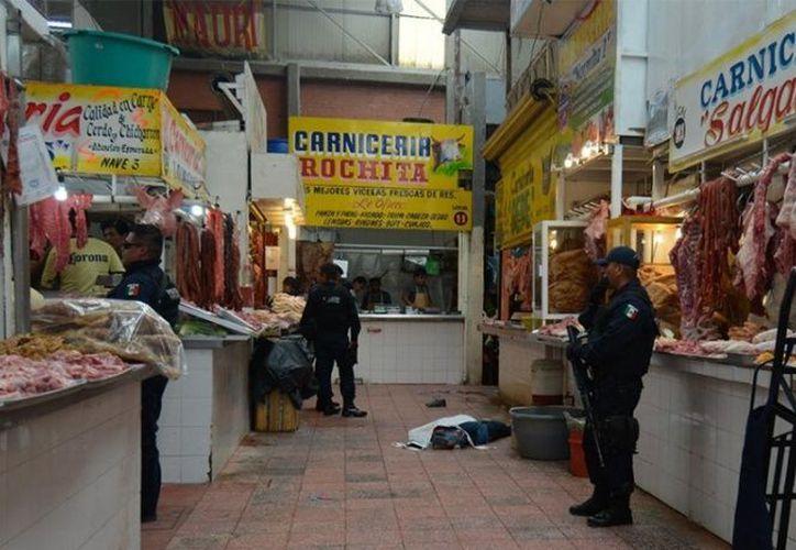 Dos occisos fué el saldo de un ataque en el área de carnes del mercado central Baltazar R. Leyva Mancilla. (Foto: Excélsior)