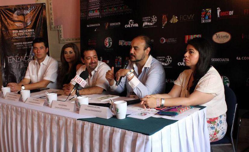 Este evento esta diseñado pára promocionar al estado para la realización de filmes. En la foto: Los integrantes de la red mexicana de festivales cinematográficos platican con los medios acerca del evento que culminará el día de mañana. (Sipse)