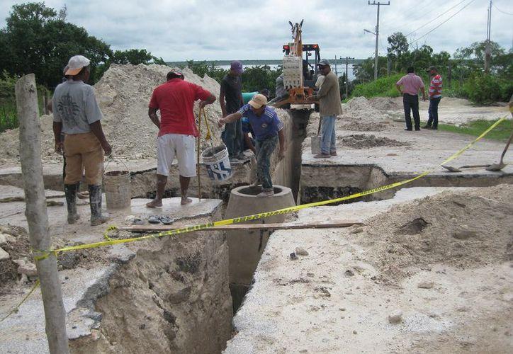 De acuerdo a datos de la CAPA, tres mil 445 usuarios de la cabecera municipal no cuentan con el servicio en sus domicilios. (Javier Ortiz/SIPSE)
