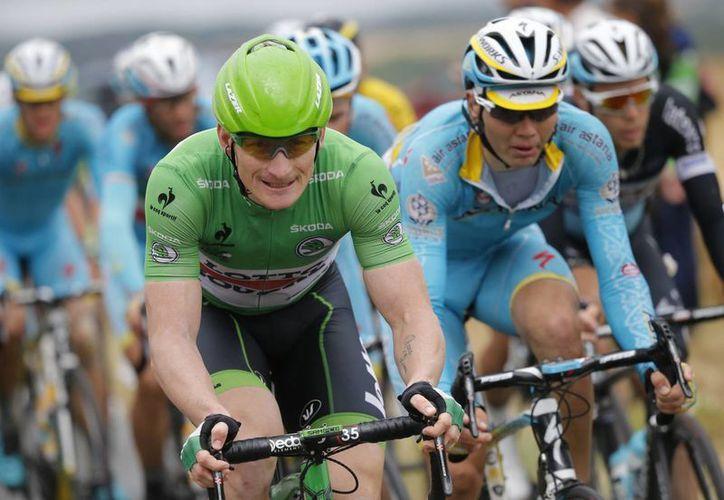 Andre Greipel, con el jersey verde, ganó este miércoles la quinta etapa del Tour de Francia. (Foto: AP)