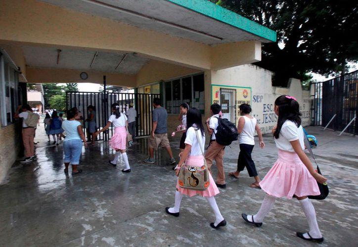 Se instalaron filtros en las escuelas para regresar a los alumnos que presenten síntomas, se recomienda que los enfermos no asistan. (Javier Ortiz/SIPSE)