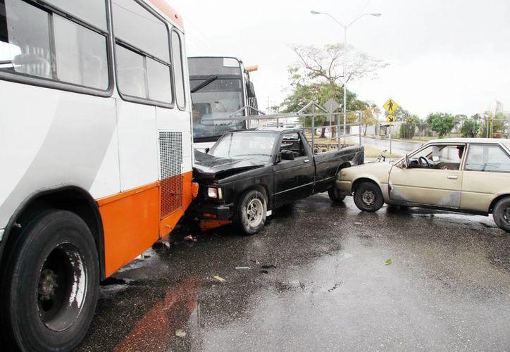 Un accidente triple tuvo lugar en la avenida Internacional  a unos metros de la base de la Policía Federal. (Milenio Novedades)