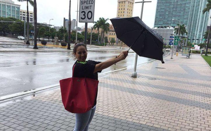Alis Díez Bolio, quien acudió a un evento hotelero en Miami, se vio obligada a quedarse más tiempo en esa ciudad debido a la amenaza del huracán Matthew. (SIPSE)