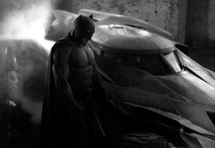 Imagen difundida vía Twitter por el director de la cinta <i>Batman v Superman: Dawn of Justice</i> como un 'probadita' de cinta que se estrenará el 6 de mayo de 2016. (Twitter@ZackSnyder)