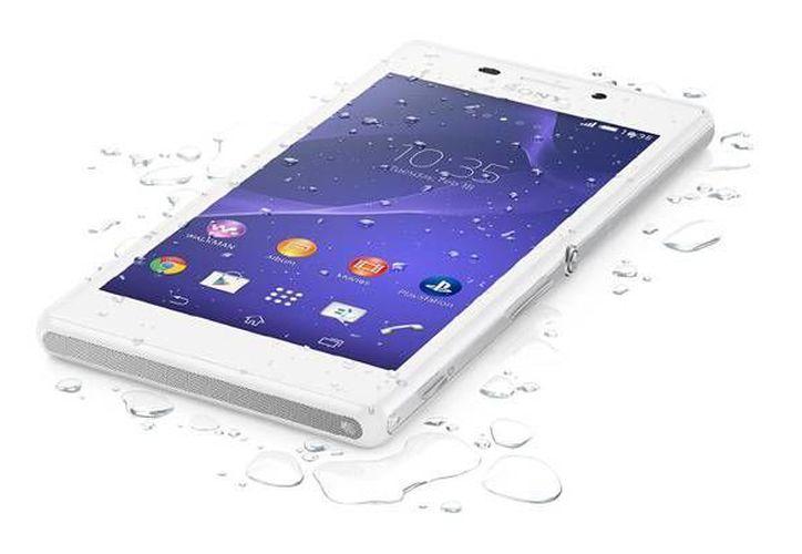 El nuevo teléfono Xperia M4 Aqua cuenta con cuenta con una pantalla de 5 pulgadas, procesador Snapdragon 615, cámara frontal de 13 MP con flash LED. (www.sonymobile.com)