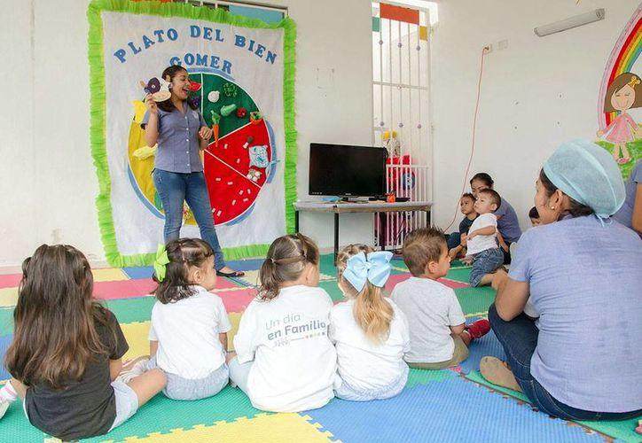 El proyecto de promoción de una buena alimentación lo impulsa el DIF municipal. Imagen de una clase para enseñar a cómo se debe de comer. (Milenio Novedades)