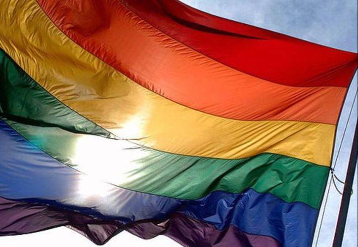 Facebook eliminó la publicación de un niño que se declaró gay, a tan solo unos días que la red social celebró con un filtro de arcoíris para los usuarios el reconocimiento del matrimonio homosexual en EU. (Archivo/AP)