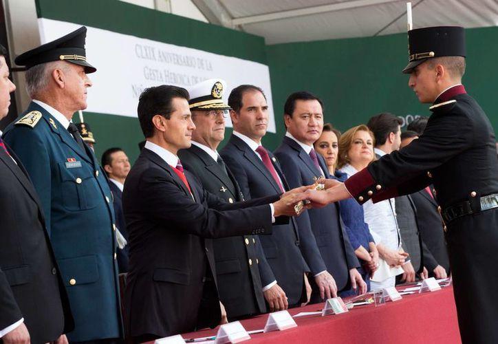 El Presidente de la República llamó a los jóvenes a mejorar y superar lo hecho por generaciones anteriores. (Presidencia)
