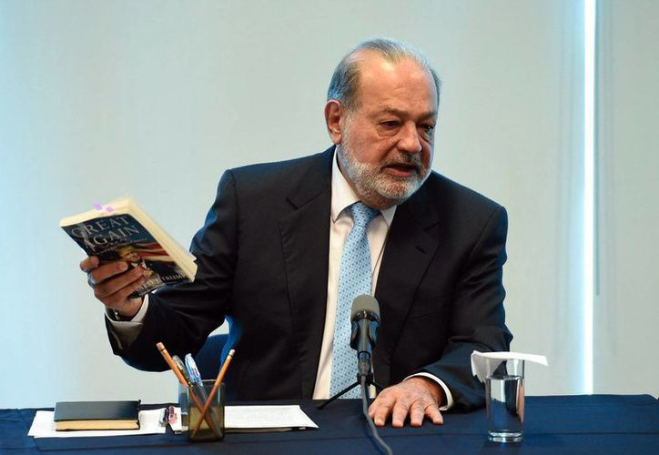 La prioridad de México debe ser apoyar a los inmigrantes en EU, aseguró Carlos Slim. Imagen de archivo del magnate mexicano durante una conferencia de prensa en 2010. (@CNNMex)