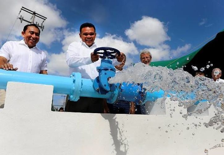 La presión y suministro del vital liquido mejorará con las obras entregadas este viernes. (SIPSE)