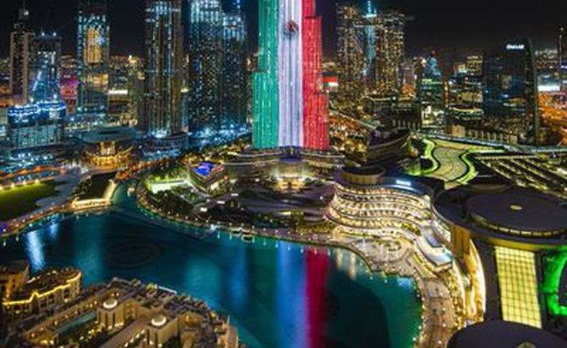 Emiratos Árabes Unidos se vistió de los colores patrios y para celebrar la Independencia de México iluminó con la Bandera nacional el rascacielos Burj Khalifa, ubicado en Dubái. (Foto: Twitter).