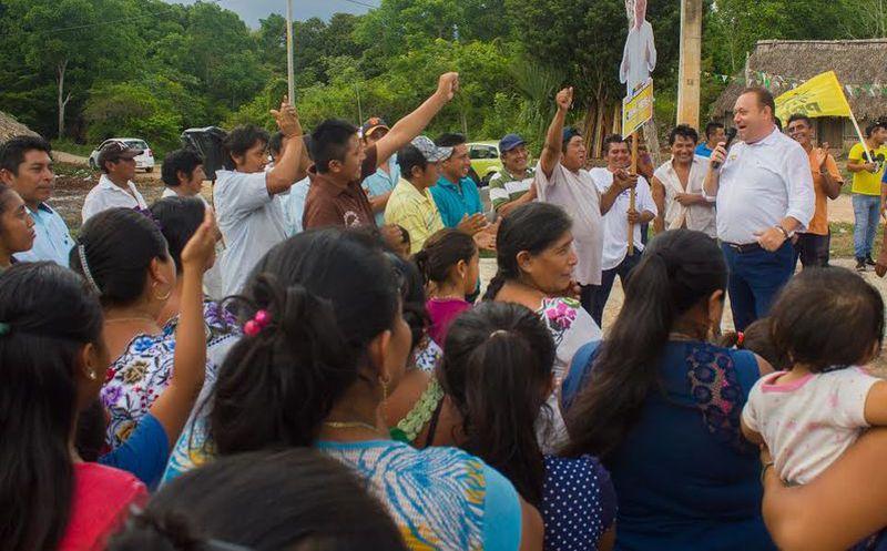 José Esquivel sostuvo encuentros con los habitantes de las comunidades. (Redacción/SIPSE)