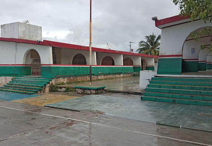 La primaria Ignacio Manuel Altamirano ha sido robada en más de una ocasión durante este periodo escolar. (Foto: Jesús Tijerina/SIPSE)