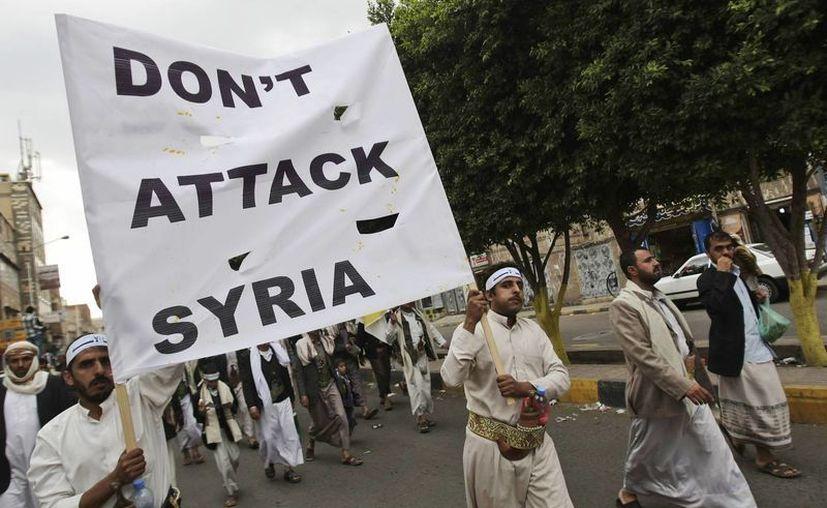 Manifestantes en Sanaa, Yemen, protestan contra el posible ataque de EU a Siria. (Agencias)