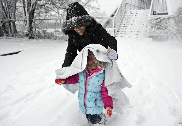 Una fuerte tormenta que amenaza el noreste de Estados Unidos ya está descargando nieve en Virginia, Tennessee y otros estados del sur. (Agencias)