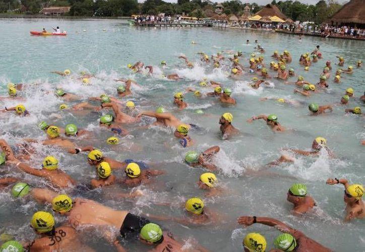 Participan 40 nadadores -16 mujeres y 24 hombres- para buscar el podio en las aguas del Caribe mexicano. (Redacción/SIPSE)