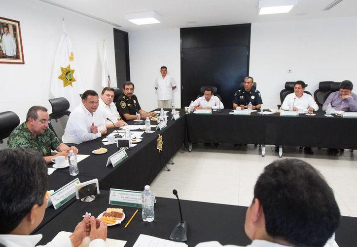 El Gobernador Rolando Zapata con autoridades militares y federales durante la reunión del Grupo de Coordinación Local de Seguridad. (Foto cortesía del Gobierno estatal)