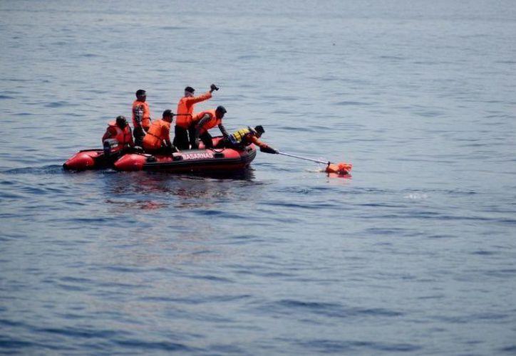 Montaron una operación de búsqueda y rescate de las personas. (AFP)